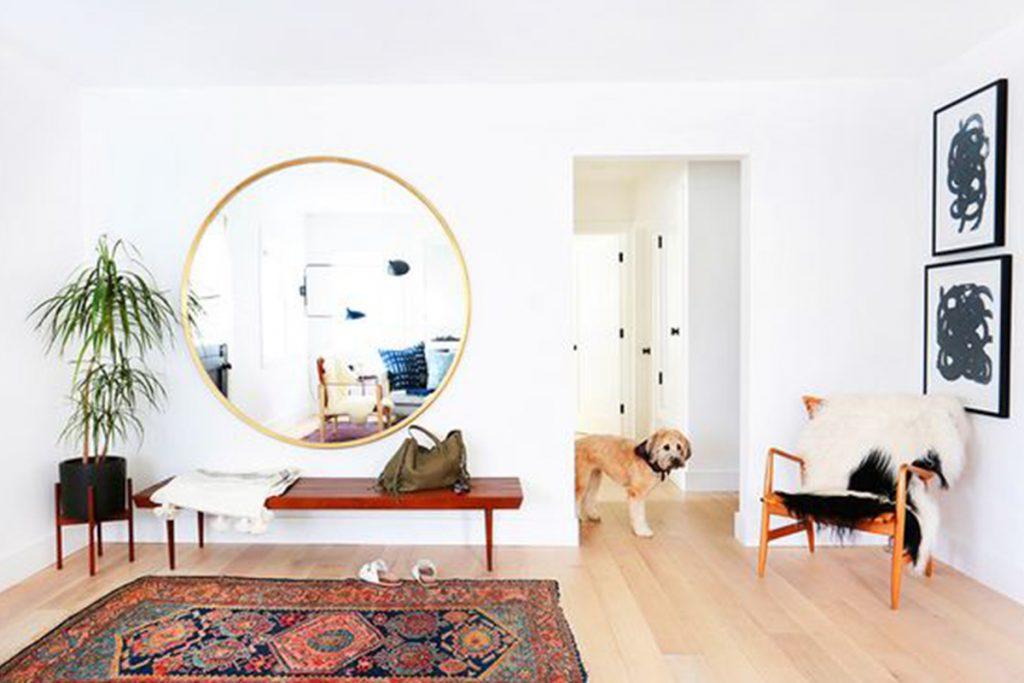 แต่งบ้านให้กว้าง สว่าง สวยด้วยกระจกติดผนัง